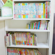 たくさんの本があります。